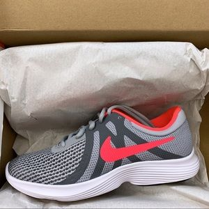 Nike REVOLUTION 4 RUNNING SHOE - Big Kid